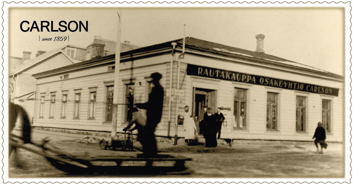 Päämyymälä Kuopiossa Kauppakadun ja Haapaniemenkadun kulmassa v. 1899-1930